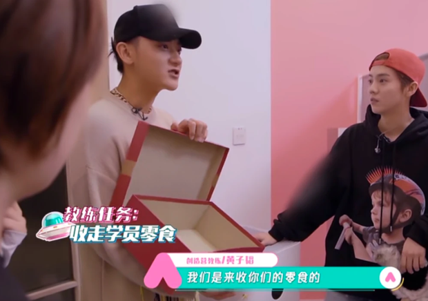 Không muốn thí sinh tăng cân như học trò của Lisa, Tao - Luhan tới tận ký túc xá Sáng Tạo Doanh tịch thu món nguy hiểm này - Ảnh 2.