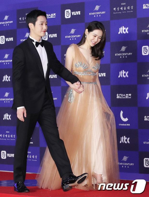 Viễn cảnh thảm đỏ Baeksang 2020 bùng nổ vì 5 mỹ nhân đề cử giải khủng: Combo Kim Hee Ae, IU, Son Ye Jin đúng là tuyệt phẩm - Ảnh 13.