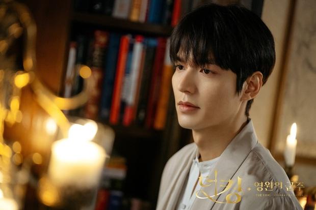 Tiết lộ cát xê tiền tỷ của đại minh tinh Kim Hee Ae chỗ mỗi tập Thế giới hôn nhân, Lee Min Ho bỗng bị réo gọi vì chênh lệch? - Ảnh 3.