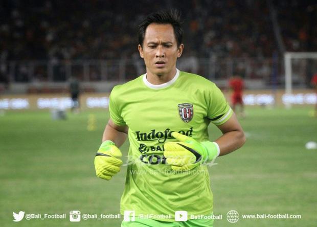 Góc lạ đời của bóng đá Indonesia: Cầu thủ luôn phải sẵn nghề tay trái từ nuôi bò, họa sĩ, bartender và có cả làm quan chức - Ảnh 1.