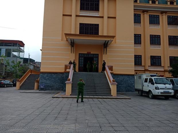 15 bị cáo hầu tòa xét xử vụ gian lận điểm thi THPT tại Hòa Bình - Ảnh 3.