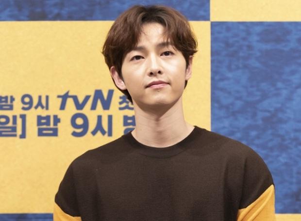 Trước lùm xùm xóa sổ dự án, nhà sản xuất phim mới của Song Joong Ki chính thức lên tiếng - Ảnh 3.