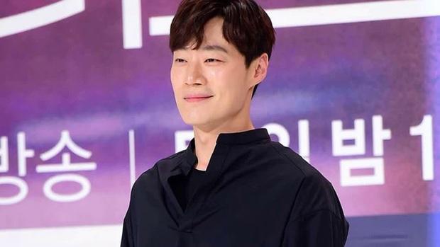 Trước lùm xùm xóa sổ dự án, nhà sản xuất phim mới của Song Joong Ki chính thức lên tiếng - Ảnh 6.