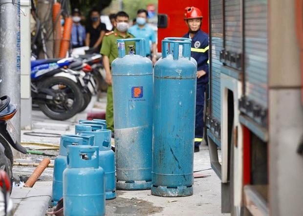 Hà Nội: Nổ bình gas kinh hoàng tại nhà hàng gà rán ở phố Cổ, 3 người nhập viện cấp cứu - Ảnh 7.