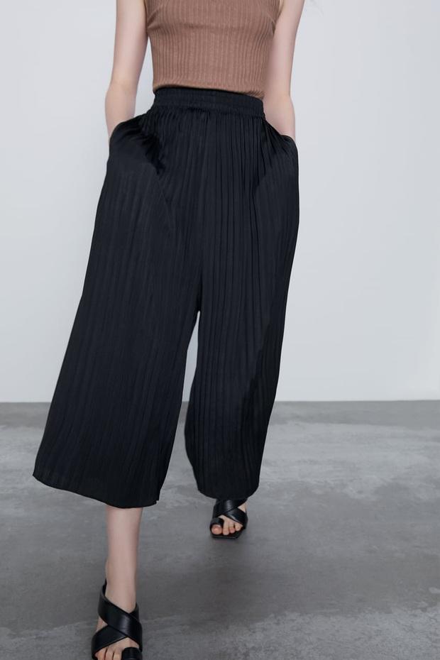10 mẫu quần mặc đi làm mát mẻ dễ mix đồ giá dưới 500k mà bạn nên tranh thủ vợt ngay từ Zara và Uniqlo - Ảnh 3.