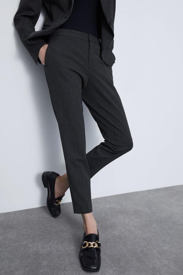 10 mẫu quần mặc đi làm mát mẻ dễ mix đồ giá dưới 500k mà bạn nên tranh thủ vợt ngay từ Zara và Uniqlo - Ảnh 4.
