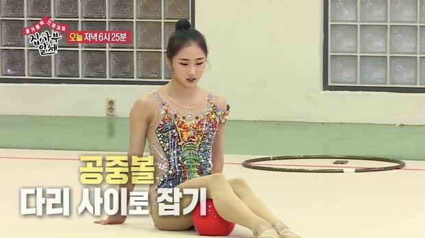 Nhìn cũng thấy đau, mỹ nam Cha Eun Woo bị bóng rơi ngay... khu vực nhạy cảm - Ảnh 1.