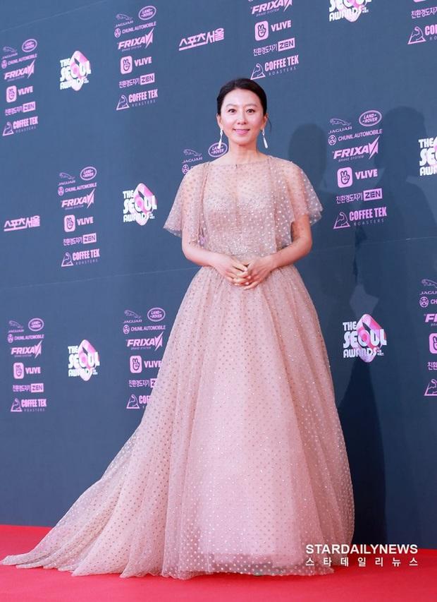Viễn cảnh thảm đỏ Baeksang 2020 bùng nổ vì 5 mỹ nhân đề cử giải khủng: Combo Kim Hee Ae, IU, Son Ye Jin đúng là tuyệt phẩm - Ảnh 27.