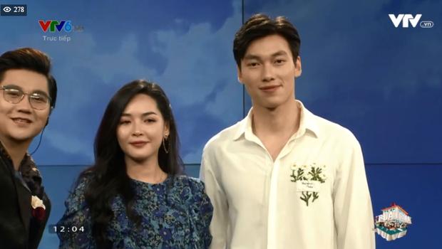 Alan Phạm ôm eo, song ca cực ngọt Có em chờ & Hơn cả yêu cùng Vũ Thanh Quỳnh trên sóng truyền hình - Ảnh 3.