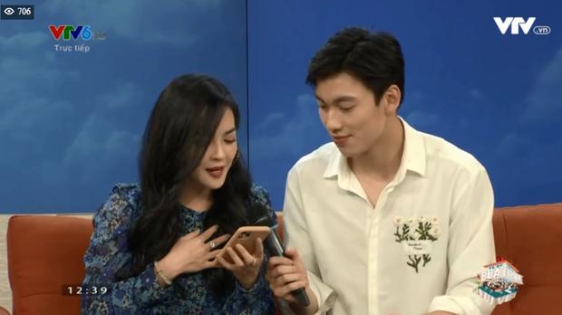 Alan Phạm ôm eo, song ca cực ngọt Có em chờ & Hơn cả yêu cùng Vũ Thanh Quỳnh trên sóng truyền hình - Ảnh 9.