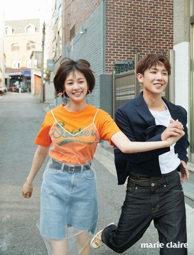 9 cặp đôi Kbiz từ friendzone mà thành: Jeon Ji Hyun và chồng CEO là thanh mai trúc mã, ca sĩ Hậu duệ mặt trời có cái kết đẹp - Ảnh 6.