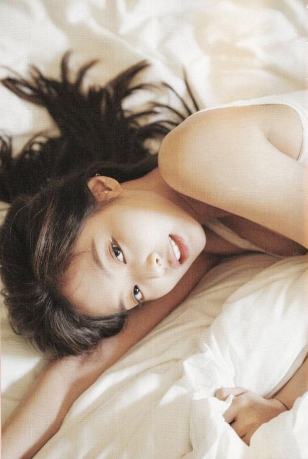 Netizen đang phát cuồng vì bộ ảnh giường chiếu của Jennie (BLACKPINK): Xinh như tiên tử, bổ mắt nhất là hình bên Rosé - Ảnh 7.