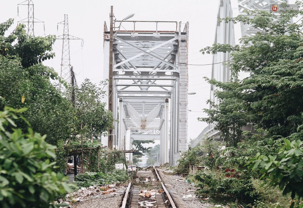 TP.HCM: Những nhát búa đầu tiên tháo dỡ cầu sắt Bình Lợi, chấm dứt sứ mệnh lịch sử sau gần 120 năm - Ảnh 12.