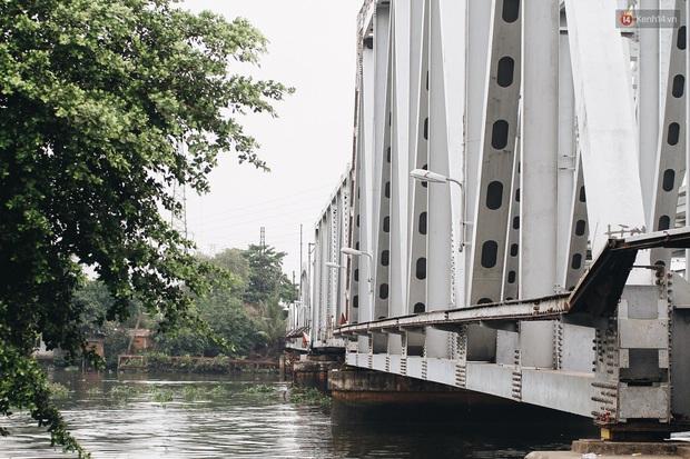 TP.HCM: Những nhát búa đầu tiên tháo dỡ cầu sắt Bình Lợi, chấm dứt sứ mệnh lịch sử sau gần 120 năm - Ảnh 2.