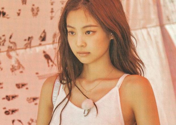 Netizen đang phát cuồng vì bộ ảnh giường chiếu của Jennie (BLACKPINK): Xinh như tiên tử, bổ mắt nhất là hình bên Rosé - Ảnh 13.