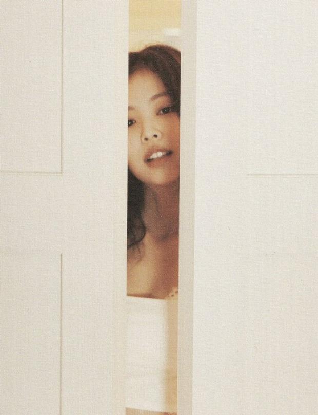 Netizen đang phát cuồng vì bộ ảnh giường chiếu của Jennie (BLACKPINK): Xinh như tiên tử, bổ mắt nhất là hình bên Rosé - Ảnh 10.