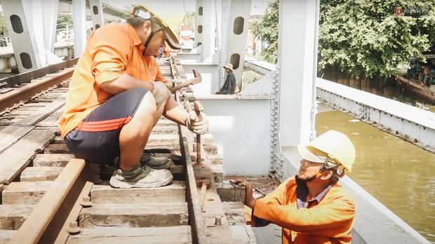 TP.HCM: Những nhát búa đầu tiên tháo dỡ cầu sắt Bình Lợi, chấm dứt sứ mệnh lịch sử sau gần 120 năm - Ảnh 8.