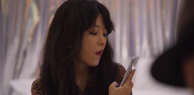 5 lỗ hổng to chà bá của Extracurricular: Tẩy trắng nữ phụ, chiếc mũ bóc phốt Ji Soo quá khiên cưỡng? - Ảnh 8.