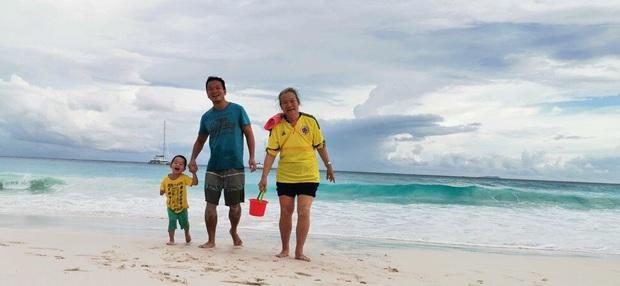 Mắc kẹt ở thiên đường biển đảo giữa lệnh phong tỏa, gia đình bỗng trở thành travel blogger bất đắc dĩ và thu hút hàng trăm triệu lượt xem trên MXH - Ảnh 1.