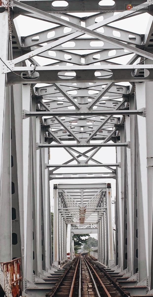 TP.HCM: Những nhát búa đầu tiên tháo dỡ cầu sắt Bình Lợi, chấm dứt sứ mệnh lịch sử sau gần 120 năm - Ảnh 1.