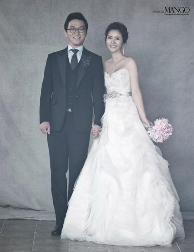 9 cặp đôi Kbiz từ friendzone mà thành: Jeon Ji Hyun và chồng CEO là thanh mai trúc mã, ca sĩ Hậu duệ mặt trời có cái kết đẹp - Ảnh 13.