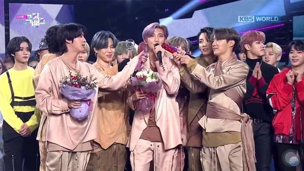 Những ca khúc giật nhiều cúp nhất 2020: ITZY bị BTS hành vẫn lăm le Top 3, Red Velvet và siêu hit từng gây tranh cãi vượt mặt loạt idol dù không quảng bá - Ảnh 20.