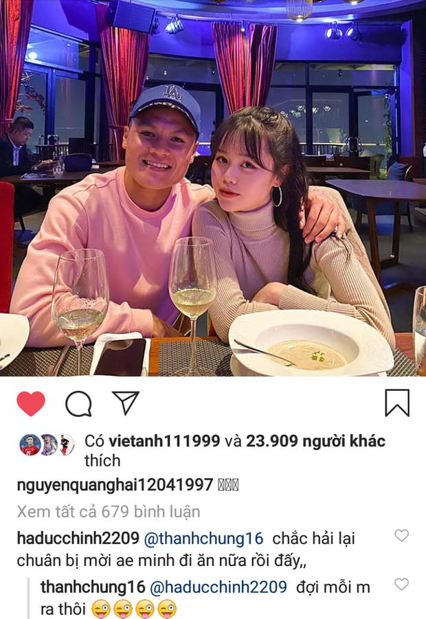 Quang Hải vừa đăng ảnh tình cảm bên bạn gái, Đức Chinh nhanh nhảu đòi được mời ăn - Ảnh 1.