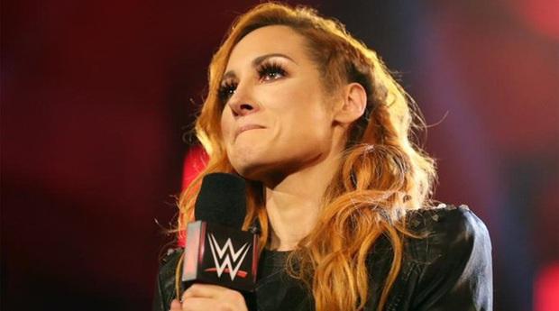 Mỹ nhân Becky Lynch thông báo có tin vui cùng với nam thần Seth Rollins, fan dù tiếc đai vô địch nhưng vẫn nô nức chúc mừng cặp đôi hot nhất làng WWE - Ảnh 1.