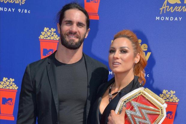 Mỹ nhân Becky Lynch thông báo có tin vui cùng với nam thần Seth Rollins, fan dù tiếc đai vô địch nhưng vẫn nô nức chúc mừng cặp đôi hot nhất làng WWE - Ảnh 2.