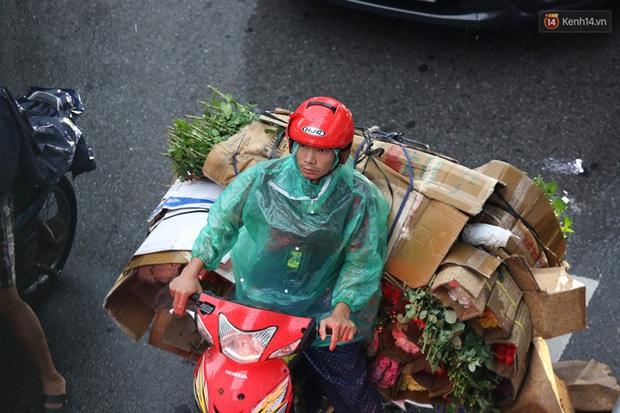 Hà Nội tắc đường hàng km sau cơn mưa lớn - Ảnh 12.
