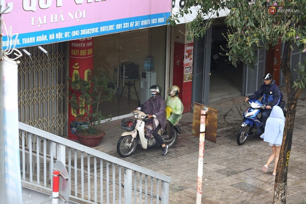 Hà Nội tắc đường hàng km sau cơn mưa lớn - Ảnh 7.