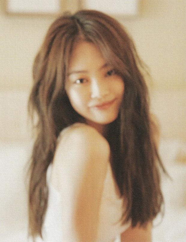 Netizen đang phát cuồng vì bộ ảnh giường chiếu của Jennie (BLACKPINK): Xinh như tiên tử, bổ mắt nhất là hình bên Rosé - Ảnh 4.