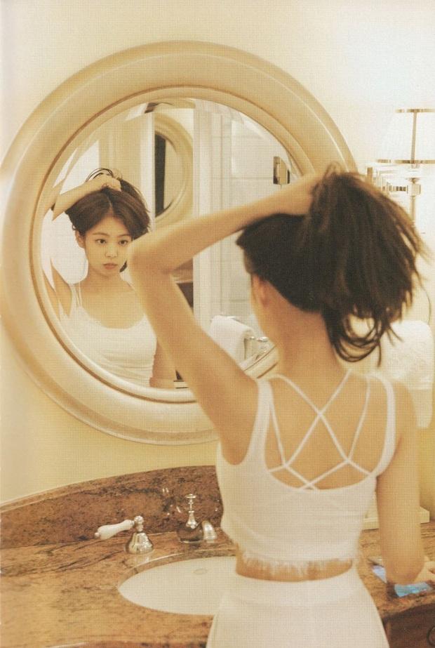 Netizen đang phát cuồng vì bộ ảnh giường chiếu của Jennie (BLACKPINK): Xinh như tiên tử, bổ mắt nhất là hình bên Rosé - Ảnh 5.