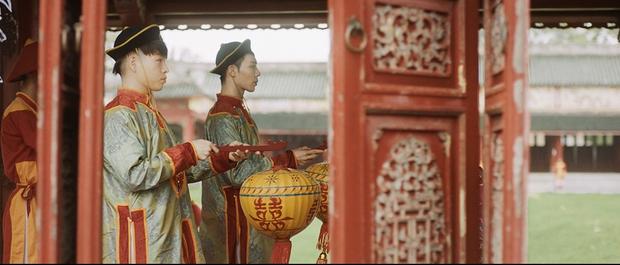Hòa Minzy chính thức ra mắt MV sau 2 năm vắng bóng, kể lại bi kịch của Nam Phương Hoàng hậu mất người mình yêu vào tay người thứ ba - Ảnh 3.