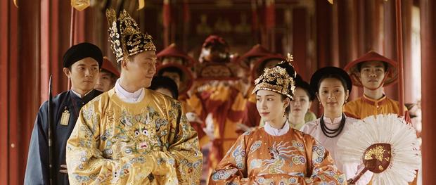 Hòa Minzy chính thức ra mắt MV sau 2 năm vắng bóng, kể lại bi kịch của Nam Phương Hoàng hậu mất người mình yêu vào tay người thứ ba - Ảnh 4.