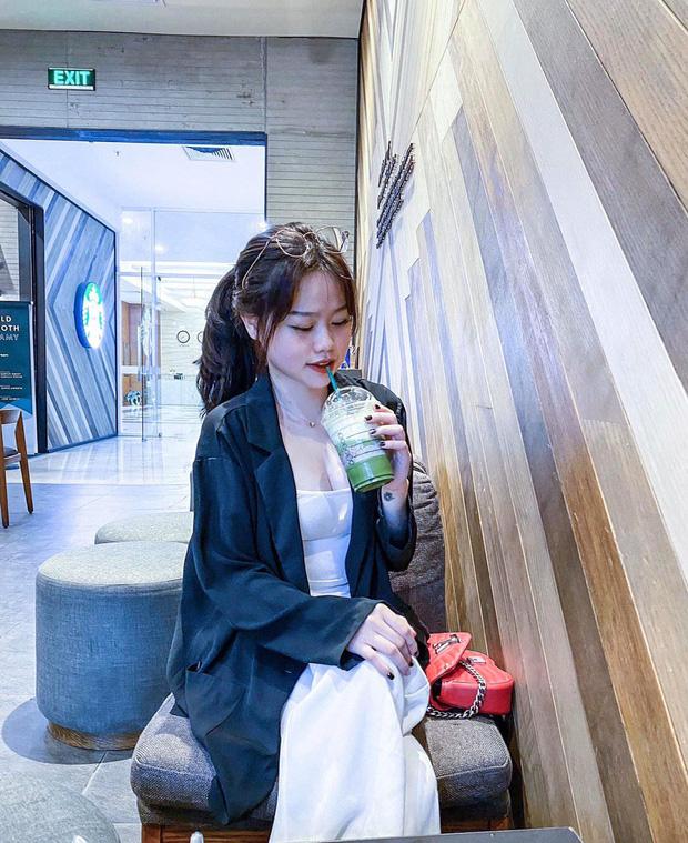 Bạn gái rich kid của Quang Hải sở hữu loạt túi hiệu từ Gucci đến Chanel, đi du lịch sương sương cũng phải mang vali Louis Vuitton sành điệu - Ảnh 9.