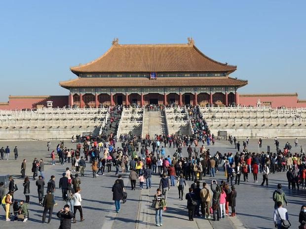 Nhiều địa điểm du lịch ở Trung Quốc cháy vé khi mở cửa trở lại, riêng lượng khách ghé Tử Cấm Thành ít hơn hẳn so với ngày thường - Ảnh 5.