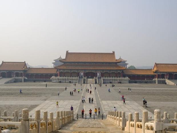 Nhiều địa điểm du lịch ở Trung Quốc cháy vé khi mở cửa trở lại, riêng lượng khách ghé Tử Cấm Thành ít hơn hẳn so với ngày thường - Ảnh 6.
