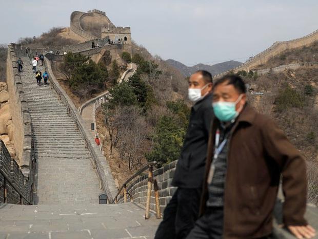 Nhiều địa điểm du lịch ở Trung Quốc cháy vé khi mở cửa trở lại, riêng lượng khách ghé Tử Cấm Thành ít hơn hẳn so với ngày thường - Ảnh 2.