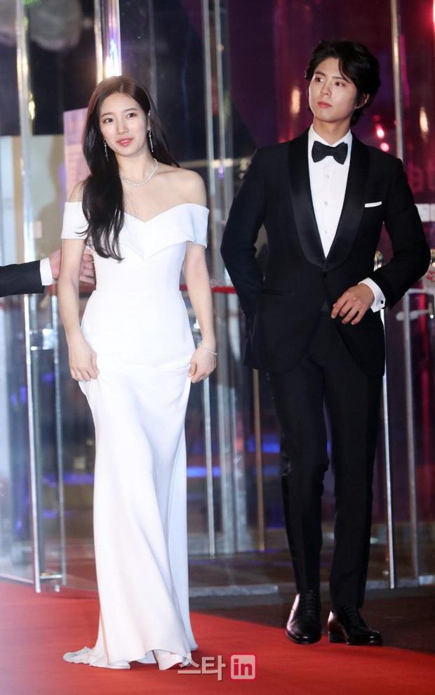 Baeksang công bố bộ 3 MC, dân tình rần rần đào lại khoảnh khắc huyền thoại Park Bo Gum tránh Suzy như tránh tà - Ảnh 3.