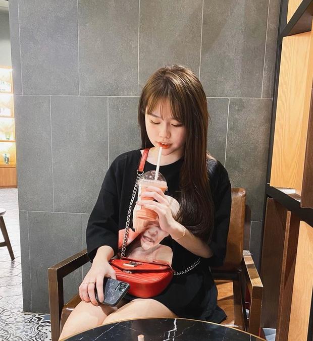 Bạn gái rich kid của Quang Hải sở hữu loạt túi hiệu từ Gucci đến Chanel, đi du lịch sương sương cũng phải mang vali Louis Vuitton sành điệu - Ảnh 4.