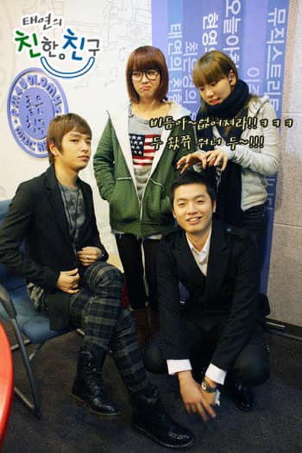 Rùng mình bức ảnh 10 năm trước hội tụ bộ tứ có cả IU và Taeyeon: Tưởng đùa nhưng cả 4 người đều thành sao quyền lực - Ảnh 3.