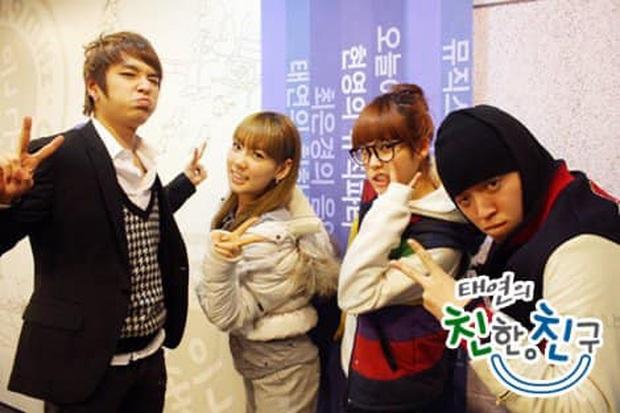 Rùng mình bức ảnh 10 năm trước hội tụ bộ tứ có cả IU và Taeyeon: Tưởng đùa nhưng cả 4 người đều thành sao quyền lực - Ảnh 2.