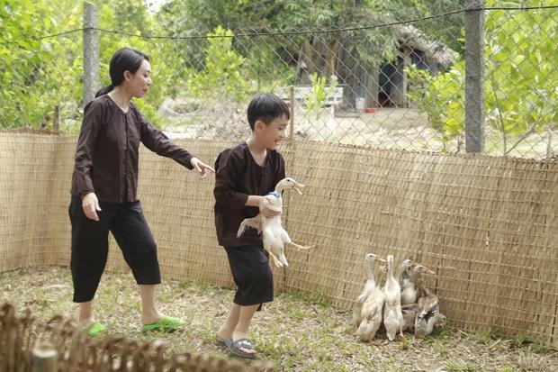 Con trai Thu Trang rạng rỡ khi nghe mẹ nhắc đến bé Sol - quý nữ nhà Đoan Trang - Ảnh 2.
