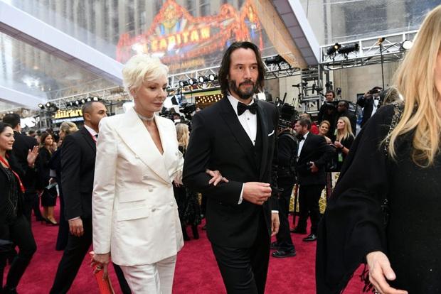 270.000 fan xúc động vì ngôi sao tử tế nhất hành tinh: Người ta chọn bạn gái, Keanu Reeves đưa mẹ ruột lên thảm đỏ Oscar - Ảnh 7.