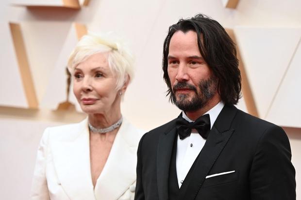 270.000 fan xúc động vì ngôi sao tử tế nhất hành tinh: Người ta chọn bạn gái, Keanu Reeves đưa mẹ ruột lên thảm đỏ Oscar - Ảnh 3.