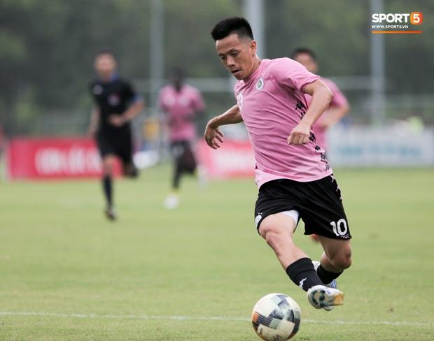 Quang Hải biểu lộ sắc thái thế nào trên sân bóng sau khi công khai hẹn hò Huỳnh Anh? - Ảnh 10.