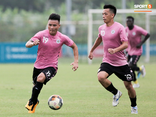 Quang Hải biểu lộ sắc thái thế nào trên sân bóng sau khi công khai hẹn hò Huỳnh Anh? - Ảnh 2.