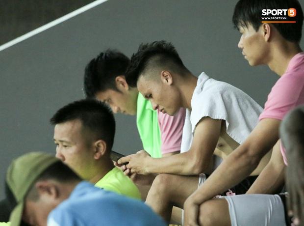 Quang Hải biểu lộ sắc thái thế nào trên sân bóng sau khi công khai hẹn hò Huỳnh Anh? - Ảnh 5.