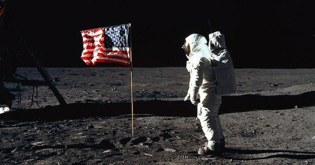 Bạn sẽ mang thứ gì lên mặt trăng?: Câu hỏi phỏng vấn tưởng ngớ ngẩn nhưng lại là phép thử thâm sâu với hàng ngàn ứng viên - Ảnh 1.